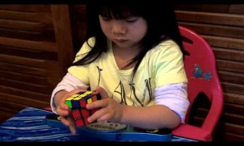 2 Year Old Solves Rubik's Cube